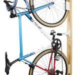 ロードバイクバイクを購入したらディスプレイスタンドが必要です。安くてオススメの壁掛けディスプレイスタンド
